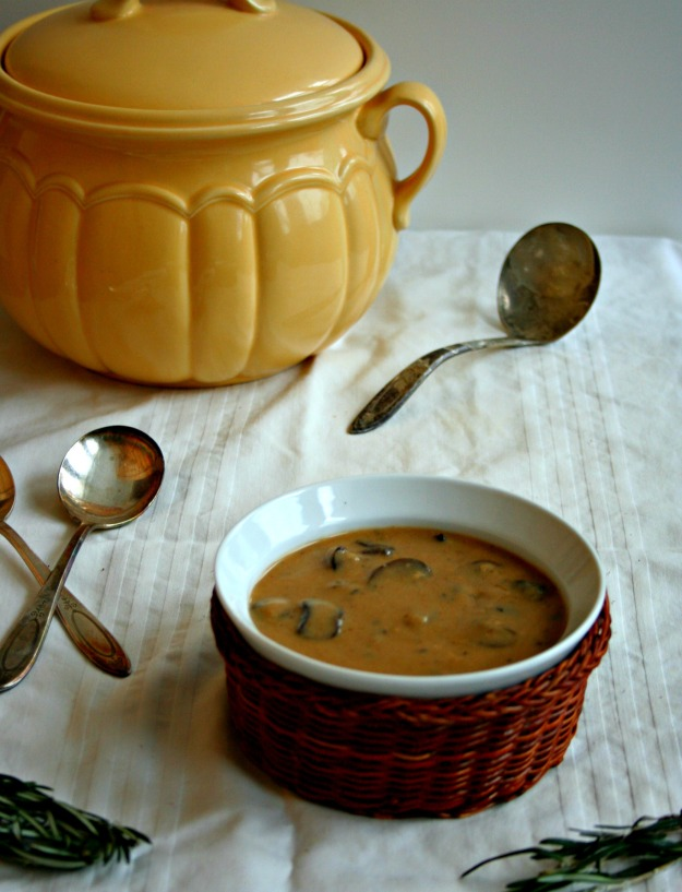 Magic Mushroom Soup {vegan} // https://herbivoretriathlete.wordpress.com