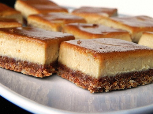 cinnamon cheesecake bars